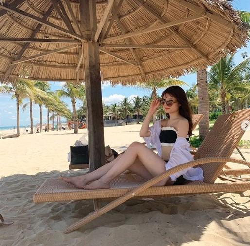 girl on the danang beach - gái đẹp ở bãi biển đà nẵng